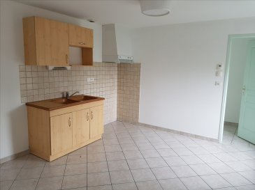 BEL APPARTEMENT DE TYPE F4 COMP: Entrée, cuisine aménagée ouverte sur séjour, 2 chambres, bureau, salle de bain, wc et buanderie  cave et place de parking (CC au sol)