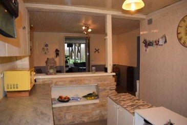 MOUZAY,   - Maison d\'habitation comprenant : - Au rez-de-chaussée : cuisine équipée ouverte sur séjour, salon avec vue sur jardin, une chambre, salle de douche avec W.C.; - A l\'étage : deux chambres et un grenier en partie améngeable. Chauffage par pompe à chaleur réversible. Terrain clos et arboré à l\'arrière. Le tout sur une superficie de 04a 15ca  - Prix 104 500,00 E (5000,00 E de frais de négociation inclus) - Réf : MOUQUAIMMO