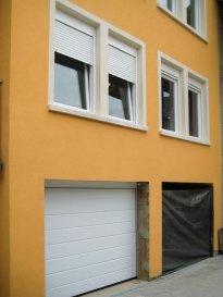 Soho Real Estate propose à la location un lumineux appartement situé dans la commune de Schengen à Wellenstein.  L'appartement est réparti sur 88m2 de surface nette s'articulant autour d'un grand espace de vie central composé d'une cuisine équipée ouvrant sur le salon qui bénéficie d'une grande luminosité. L'ensemble se caractérise tant par le soin apporté au choix des matériaux utilisés ainsi que par l'effort d'optimisation du moindre espace.  Une cave et un garage fermé complètent l'offre.  Pour plus d'informations et/ou pour planifier une visite, veuillez contacter Cadolino José par téléphone au +352 661 349 405 ou par email à jose@sohoimmo.lu. ___________________________________________________________________ Soho Real Estate offers for rent a bright apartment located in the municipality of Schengen in Wellenstein.  The apartment is spread over 88m2 of net area revolving around a large central living space consisting of an equipped kitchen opening onto the living room which benefits from a lot of light. The whole is characterized both by the care taken in the choice of materials used as well as by the effort to optimize the smallest space.  A cellar and a closed garage complete the offer.  For more information and / or to schedule a visit, please contact Cadolino José by phone at +352 661 349 405 or by email at jose@sohoimmo.lu.