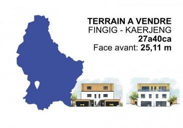 immohub, votre partenaire dans l'immobilier à Fingig, vous propose un magnifique terrain constructible de 27,40 ares sans contrat de construction. Le terrain qui a une face de 25,11 m peut acceuillir une construction de deux maisons (jumelées). Le morcellement en deux parcelles sera réalisé par la partie venderesse. Un terrain de +/- 7,41 ares (675.000 €) Un terrain avec forêt privative de +/- 20 ares (700.000 €) Prix: 1.375.000 €