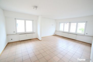 Au coeur de Belair, spacieux appartement 2 chambres de 80m² environ au 1er étage d'une petite copropriété, il se compose comme suit: -1 cuisine équipée séparée avec accès balcon -1 grand salon très lumineux d'environ 30m² -2 belles chambres (dont 1 de 16m² avec accès balcon) -1 grande salle de bain, avec baignoire et bidet -1 WC séparés -1 cave privative. L'appartement est disponible immédiatement. Plus d'infos et visites au 621.37.08.96. Ref agence :4918732