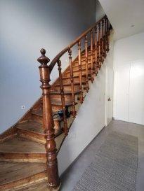 MAISON DIFFERDANGE<br><br>DALPA S.A. a le plaisir de vous proposer en vente cette charmante maison de l\'année 1930, situé à Differdange.<br><br>La maison ayant un terrain d\'environ 1,2 ares avec une surface habitable d\'environ 120m².<br><br>L\'ensemble nécessite des travaux de rénovation, pourtant la maison est immédiatement habitable.<br><br>Actuellement la maison se compose comme suit :<br><br>RDCH<br>- Hall d\'entrée<br>- Living<br>- Cuisine équipée avec accès sur terrasse avec maison de jardin<br><br>1er étage<br>- 2 chambres à coucher<br>- 1 salle de douche<br><br>2ème étage (état brut, travaux à prévoir)<br>- Possibilité de créer une chambre à coucher avec dressing et salle de bain<br><br>Sous-sol<br>- Buanderie et stockage<br>- Cave<br>- Dressing sur mesure<br>- WC<br><br>Pour tout renseignement complémentaire ou visite des lieux, veuillez nous contacter au numéro +352 621 774 001 ou par mail sur info@dalpa.lu <br><br>Si vous souhaitez vendre ou louer votre bien, nous mettons à votre disposition notre professionnalisme, savoir-faire ainsi que notre qualité de service. Nous vous proposons des estimations rapides, gratuites et réalistes.