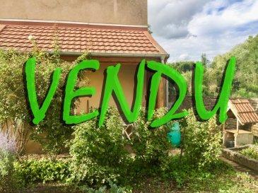 ONUD SA vous présente, en frontière du Luxembourg (Belvaux), une maison de ville des années 1900.   Maison jumelée à rénover, avec jardin et garage, de 96m2 habitables + grenier,  elle se compose ainsi :  Un couloir avec son beau parquet d'époque qui nous amène aux pièces principales,  - living de 22m2 avec placards d'époque - cuisine séparée de 11m2 (qui peut s'ouvrir sur le living)  - un wc séparé avec fenêtre, - une petite salle de douche avec vasque meublée  - un escalier en bois qui nous amène à l'étage.  A l'étage, sol en plancher massif, 4 pièces diverses qui étaient un appartement auparavant: - Une pièce de 10m2 avec évier - 2 chambres de 10 et 11m2 - une grande chambre passante de 15m2;   Un grand grenier sur trappe de 58m2 au sol avec une belle hauteur pour aménagement.  Cette maison en étant entièrement réhabilitée offrirait un beau potentiel d'habitation.  La chaudière à gaz et l'électricité ont été changées en 1997, le toit en 1992 (tuiles en très bon état, et la charpente est en cours de traitement anti-mythes).  A l'extérieur, nous pouvons accéder à une cave sous-terraine, (environ 1,50m de hauteur), une terrasse et un beau jardin (en  potager actuellement), un grand garage fermé.  AVIS ONUD : Maison de caractère saine avec un beau potentiel d'habitation sur 2 étages, possible 3 avec le grenier.  Idéal pour un 1er investissement. L'habitation peut être remaniée entièrement et en faire un petit coin de paradis dans de bons gros murs en pierre de taille.   Taxe foncière : 400'  Prix Frais d'Agence Inclus.  Ref agence :5532803