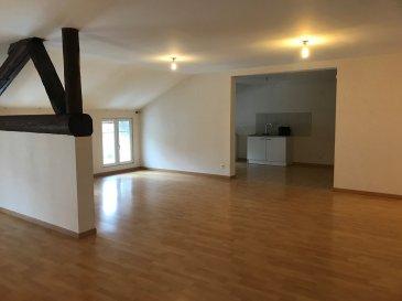 BEL APPARTEMENT F5 115 m2.  A 10 MIN DE REMILLY (entre Rémilly et Faulquemont), sur la commune de Many : Beaucoup de charme pour cet appartement avec entrée indépendante occupant le premier et dernier étage d\'un petit immeuble. Il se compose d\'une cuisine ouverte sur salon-séjour avec poutres apparentes, trois chambres et une salle de bains. Si vous êtes à la recherche d\'un investissement, cet appartement peut se louer 580EUR mensuel.<br> PRIX : 112 000EUR<br> AGENCE VENNER IMMOBILIER 03 87 63 60 09<br> Toutes nos annonces sur www.agencevenner.fr