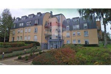 Appartement 1 chambre dans belle résidence à louer<br>RE/MAX à Steinfort, votre solution immobilière, vous propose un appartement de 52 m² dans une petite résidence très bien entretenue dans le centre de Steinfort, L\'appartement, au premier étage sans ascenseur se détaille comme suit :  - 1 Hall d\'entrée - 1 Salle de douche. - 1 W.C. séparé - 1 chambre à coucher de 16m². - 1 cuisine équipée ouverte sur le séjour 23m²  L\'appartement possède un une place de parking intérieure et une cave. Venez déposer vos bagages et habiter dans un cadre idyllique à Steinfort ; à une 20e de minutes en voiture du centre même de Luxembourg. Commission d\'agence est à charge du locataire. Ce bien vous intéresse, vous souhaitez obtenir plus d\'informations ? Ou vous envisagez vous-même de vendre ou faire estimer votre bien et bénéficier de l\'accompagnement d\'un professionnel RE/MAX tout au long du processus ? Veuillez me contacter aux coordonnées ci-après. <br>