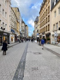 PLM Immobilière et Gestion du Patrimoine vous propose un immeuble de bureau remis à neuf à Luxembourg-ville! Adresse de Prestige : Au coeur de la ville dans la Grand Rue commerçante et des boutiques de luxe. Immeuble d'une surface totale de 480m² composé de 4 niveaux pour un total de 8 unités séparées. Il est prévu pour un usage de bureaux qui conviendrait mieux pour une étude d'avocat, une société d'investissement, un cabinet de recrutement,... Bâtiment classé de la ville complètement remis à neuf avec ascenseur. Disponible Mai 2020. En tant que 1er locataire, Possibilité d'aménagement en fonction de l'activité. Pour davantage de renseignements et visites, veuillez contacter  Pierre-Laurent Morimont au 691.210.784 ou par e-mail : info@plm-immo.lu Intéressé par le centre-ville de Luxembourg : Contactez-nous, nous avons d'autres biens disponibles!  English Version  PLM Immobilière et Gestion du Patrimoine propose you an office property fully renovated in Luxembourg City! Prestige address: In the heart of the city in Grand Rue with shopping and luxury boutiques. Building with a total surface of 480m² divided on 4 floors for a total of 8 separate units. It is intended for office use that would be better suited for a law firm, an investment company, a recruitment agency, ... Listed building of the city completely refurbished with elevator. Available May 2020. As 1st tenant, Possibility of development according to the activity. For more information and visits, please contact Pierre-Laurent Morimont at 691.210.784 or by e-mail: info@plm-immo.lu Interested in Luxembourg city center: Contact us, We have other property available!