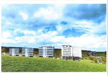 Immobilière La Cité vous présente un nouveau projet de construction d\'immeubles mixtes d\'une superficie totale de 8000m².<br>Possibilité de location de bureaux à partir de 18€/m2 brut dans<br>futur construction (en cour) de 3 Immeubles comprenant des plateaux à partir de 443 m2 jusqu\'à 606m2.<br>Parking extérieur 186<br>Parking intérieur 64<br>Total: 250 parkings<br>Les rdch des trois immeubles ont la possibilité d\'être exploités en tant que local commercial.<br>Description situation:<br>Ce projet immobilier bénéficie d\'une situation exceptionnelle, car situé à Livange, au sud de la capitale (10min) dans la commune de Roeser. Accès immédiate à l\' autoroute allant vers la France, à 8 Km du centre de Luxembourg et à 10 Km de l\'aéroport international.<br>Restaurations et Hôtel IBIS / ACCOR /restaurant TURI sont sur le même site.<br>Parmi les occupants ayant déjà choisi cette localisation citons Valentino Caffè , Socotec, Olky....<br><br />Ref agence :location plateau bureau livange