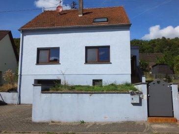 SOUS COMPROMIS RE/MAX PARTNERS PLUS,  spécialiste de l'immobilier à Mettlach, vous propose cette charmante maison de 138m2 habitable partiellement rénovée, sur un terrain de 6,7 ars.  Tünsdorf-Mettlach est un beau petit village tranquille qui se trouve à 5 minutes de l'autoroute A13 Luxembourg et à 10 minutes de Remich, elle se compose comme suit:  - Au Rez-de chaussée: Hall d'entrée, salle de douche rénovée, bureau, living (salon, salle à manger), cuisine équipée avec accès terrasse et jardin  - A l'étage: Couloir, 3 chambres à coucher, salle de bain rénovée,  Grenier aménageable, Caves, buanderie/chaufferie, garage jardin avec terrasse.  CONTACT : RITA GIANNINI au (+352) 621 317 101 ou par Mail : rita.giannini@remax.lu Ref agence :5095975