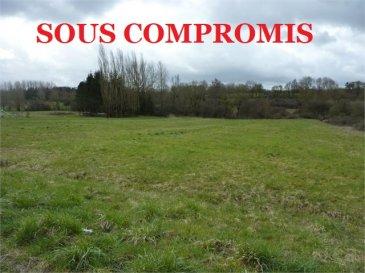 ** SOUS COMPROMIS **   NOUS VENDONS sur la commune de WALDWEISTROFF (Moselle),  Un terrain à bâtir d\'une surface de 10a72 cadastré « Section A, parcelle N° 568 ».  Ce terrain est plat, non viabilisé et libre de construction.  CONTACT : ABEL IMMOBILIER au 03.87.36.12.24 ou directement le commercial Gérard STOULIG au 06.03.40.33.55  NB : Les frais d\'agence sont inclus dans le prix annoncé