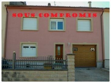 ** SOUS COMPROMIS **  NOUS VENDONS à HESTROFF (Moselle), à moins de 30 minutes de METZ et de THIONVILLE ; une maison de village mitoyenne des deux côtés établie sur un terrain clos et arboré de 7a87.  Elle offre une surface  habitable totale de 168,73 m2, comprenant notamment :  En rez-de-chaussée : Un séjour de 20,62 m2 Une cuisine de 19,53 m2, à son arrière, un cellier de 3,64 m2. Des dégagements de 13,90 m2 Un WC avec lave-mains, de 2,34 m2 A l\'étage : Un palier de 17,56 m2 desservant cinq belles chambres de 13,28 m2 (avec accès terrasse), 11,94 – 17,46 – 13,05 et 19,42 m2. Une salle de bains et WC, de 7,18 m2.  Avec aussi  : De grands combles établis sous une belle hauteur sur dalle, ils sont accessibles par un escalier béton existant. Un garage à porte motorisée, prolongé d\'un espace de stockage de 25 m2, A son arrière, une petite dépendance sur cour de 25,37 m2, Une cuisine  d\'été  de 9,32 m2 avec auvent sur le coté, et une terrasse de la même surface à l\' étage ,  *** Double vitrage PVC OB de 2007. *** Chauffage central au fuel *** Tous les niveaux sont établis sur dalle LE BIEN EST IMMEDIATEMENT DISPONIBLE  CONTACT : Gérard STOULIG – Agent commercial au 06 03 40 33 55 NB : Les frais d\' agence sont inclus dans le prix annoncé.