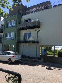 *** IDÉAL POUR 1ERE ACQUISITION!***  REAL G IMMO, vous présente ce bel appartement en vente à Esch/Lallange, proche de toutes commodités.  Ce bien récent de 2017, vous offre une surface habitable de  /-48 m2, se composant comme suit:   Cuisine équipée ouverte sur séjour avec accès à un balcon de  /- 5 m²,débarras, salle de douche avec raccordement pour machine à laver et 1 chambre à coucher de  /-14m2 donnant sur un 2ème balcon de 4.76m.  Une cave privée, une buanderie commune et 2 emplacements intérieur complètent ce bien.  Faibles charges mensuelles :  /- 150 '.  N'hésitez pas à nous contacter pour une visite au 28.66.39.1  Les prix s'entendent frais d'agence de 3 % TVA 17 % inclus. Ref agence :72957