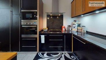 En plein c½ur de Esch-sur-Alzette, dans une rue calme, sur un terrain de 2 ares 49, Jacques De Decker et Homesek, <br>vous propose en exclusivité cette charmante maison mitoyenne de +/- 140m2, disposant d\'un grand garage et de 5 chambres, dont 3 sont actuellement louées pour une beau rendement locatif.  <br><br>La maison se divise en 2 espaces distincts, une un espace actuellement loué et un espace privé qui se compose comme suit : Un hall d\'entrée sépare la partie louée de la maison à la partie privative accessible immédiatement à droite de l\'entrée principale de la propriété. Vous y trouverez : -Salon  -Cuisine indépendante +/-13m2 -Débarras  -Salle de douche avec toilette +/-4m2 -Chambre parentale de +/-14m2 -Buanderie Accès immédiat à la terrasse, vérandas et le garage à l\'arrière de la maison. À l\'étage, un espace intimiste où se trouve un bureau et une chambre.  <br><br>Au premier étage de la maison, l\'espace commun loué qui se compose comme suit : -Salle de douche commune avec toilette  -cuisine indépendante de +/-9m2 -chambre de +/-15,34m2 2 chambres au 2ème et dernier étage de la maison. La maison offre un beau potentiel de réagencement localisation idéale de par sa proximité à de nombreuses commodités en plus de se situer dans un quartier calme. <br><br>Garage pour 2 voitures et une place de stationnement à l\'avant de la maison.   Pour plus de renseignements ou pour organiser une visite contactez-nous 691 96 56 03