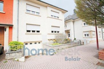 Homeseek Belair et Selin (+352 691 215 598/ sumurbek@homeseek.lu) vous proposent une grande maison à louer, sur la commune de Rumelange, avec 3 chambres, une salle de bain et un beau jardin arboré. <br><br>Ce bien se compose comme suit : <br><br>-rez-de-chaussée : séjour (32m2), cuisine équipée séparée, salle à manger séparée avec accès vers le jardin, un WC séparé<br>-1er étage : 3 chambres (17, 15 et 10m2) et une salle de bain avec baignoire, douche, et WC<br>-dernier étage : un grenier aménagé pouvait servir comme espace de stockage<br>-sous-sol : buanderie, garage et caves<br><br>A cette location s\'ajoute un double-vitrage, chauffage au gaz fraîchement installé, ainsi que de nombreux rangements. A 5mn à pied de la gare de Rumelange et très proche des différents commerces.<br><br>Disponibilité immédiate.<br>1 mois d\'avance, 2 mois de garantie et 1 mois + TVA pour les frais d\'agence.<br><br>Contactez-nous pour plus d\'informations ou pour prendre rendez-vous. Selin Umurbek (+352 691 215 598/ sumurbek@homeseek.lu).<br><br>Découvrez tous nos biens sur www.homeseek.lu<br>Si vous souhaitez vendre ou louer votre bien immobilier, profitez également de notre qualité de service et de notre expérience pour obtenir une estimation précise dans les meilleurs délais.<br />Ref agence :4920634-HB-SU