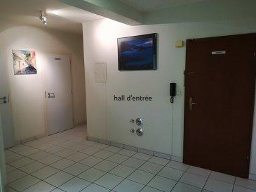 L'agence immobilière SPACEPLUS vous propose à la location un appartement de 96m2 pour profession libérale.  Idéalement situé au 1er étage d'une résidence sise au centre de Pétange 28, rue Jean-Baptiste Gillardin.  L'appartement se compose d'un hall d'entrée, 4 bureaux de 12, 14, 18 et 19m2, 1 pièce de stockage, 1 WC et 1 cuisine séparée. Une cave de 6m2, ainsi qu'un garage-box de 13m2 avec une porte automatique complètent cette appartement.  Un ascenseur pour accessibilité aux personnes à mobilité réduite et un parking public au pied de la résidence. Petange est situé au sud du Grand Duché du Luxembourg, à 3 kms de la frontière belge et 5 kms de la frontière française.  Pour plus d'information et les visites veuillez contacter Natacha BIVORT au numéro de GSM 661 33 44 22 ou par e-mail n.bivort@spaceplus.lu