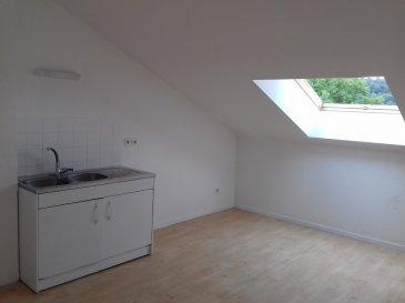 Dans Résidence calme, appartement comprenant entrée, cuisine, séjour, 1 chambre, débarras, salle de bains/WC, cave et place de stationnement.