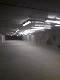 Remax spécialiste de l\'immobilier au Luxembourg, vous propose à SANDWEILER, un grand espace-box-garage sécurisé,au sec, à l\'abri des regards, à usage multiple tel que garage pour collectionneur, archivage, stockage....ect.<br>D\'une surface de 320 m2 ( 8,10 m de large  sur 40 m de long), ce grand box confidentiel et fermé, est d\'accès aisé sous un Bâtiment Résidentiel. L\'électricité est présente.<br>Nous étudions et soumettons toutes propositions<br><br>Contact  Bertrand GILL  GSM 691 89 80 10      MAIL bertrand.gill@remax.lu<br />Ref agence :5095776