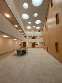 Appartement 05:  A LOUER : Sublime appartement dans la résidence Cité 8 - 50+, l'appartement dispose d'une loggia. Une cour intérieure spacieuse et couverte est prévue comme atrium dans le bâtiment, qui servira également de salon et de lieu de rencontre. L'espace extérieur spacieux est conçu comme un espace ouvert ressemblant à un parc. L'appartement dispose d'un parking souterrain, d'une cave ainsi que de pièces communes. L'appartement est accessible sans obstacle.  Nous vous invitons à nous rendre visite ou contacter l'un de nos commerciaux pour plus d'informations.  M. Moura Jemp +352621216646  M. Marc Risch +352621210333  Les surfaces et superficies sont indicatives  Rejoignez-nous sur Facebook : Newjomar Belval