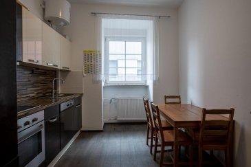 RE/MAX, spécialiste de l\'immobilier à Luxembourg vous propose en vente exclusive ce charmant appartement meublé dans un immeuble de maître entièrement rénové en 2019, situé au cœur de Esch-sur-Alzette.  L\'appartement dispose d\'une surface habitable de 109 m² avec 3 chambres à coucher.  Cet appartement se situe au 3ème étage (SANS ASCENSEUR) au centre d\'Esch/Alzette à deux pas de la gare. L\'appartement vous accueille dans son vaste couloir donnant accès aux différentes pièces d\'habitation. Vous y découvrirez trois chambres à coucher, dont une suite parentale avec salle de bain, un espace buanderie, une salle de douche avec wc et une cuisine équipée indépendante.  Petite cave au sous sol  Informations supplémentaires sur la maison et son emplacement :  Très bel immeuble historique au plein cœur de Esch-sur-Alzette, appartement totalement rénové en 2019.  Proche de l\'école Internationale, à proximité de tous les sites commerciaux. Le quartier au centre de la ville est facile d\'accès, places de parking à proximité, grand parking public, bien desservi par les bus.  Pas de garage.   Porte Ouverte prévue le 03.10.2020 La commission d\'agence est incluse dans le prix de vente. Pour tous renseignements ou visite, veuillez contacter Michèle Jensen au +352 661 233 133 michele.jensen@remax.lu    Ref agence : 5096358