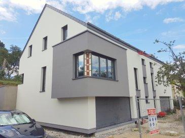 RE/MAX FORUM, spécialiste de l'immobilier au Grand-Duché de Luxembourg, vous propose à la vente cette maison en future construction LOT 1 située dans un nouveau lotissement sur un terrain de +- 4,25 ares et comprenant:   Rez-de-chaussée : un hall, un garage pour deux voitures, une cave, une buanderie et un emplacement extérieur  Rez-de-jardin : un hall, une cuisine ouverte, un cellier, un living avec accès sur une terrasse arrière et un WC séparé.  Etage +1 :  trois chambres à coucher, une salle de douche, une salle de bains, un local technique, un WC séparé et un hall de nuit  Volets avec commandes motorisées  Chauffage au sol   Terrain avec contrat de construction pour une maison sur le terrain  lot 1  Le prix s'entend à 3% TVA (sous réserve d'acceptation par l'Administration de l'Enregistrement).  Classe énergétique A-B ( réglementation grand-ducale au 01/01/2015 ) Ref agence :Koerich rue de Steinfort LOT 1