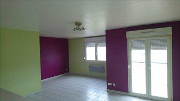 Appartement lumineux au 2ème étage, commprenant une entrée avec placard, une cuisine ouverte sur un grand séjour avec balcon, une salle de bains, deux chambres, un cellier et un wc séparé. Un garage.
