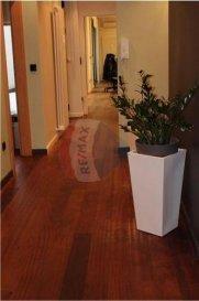 RE/MAX, spécialiste de l\'Immobilier à Belair, vous propose à la location votre futur espace de travail. <br><br>Produits rares! Pour 450 euros par mois charges comprises, bénéficiez d\'un bureau partagé au cœur du quartier résidentiel de Belair-Luxembourg ville, au sein d\'un business center bien situé. Chaque locataire dispose d\'une armoire fermée. Une salle de réunion, une cuisine et sanitaires sont à votre disposition. Une connexion wifi est comprise dans le montant de votre loyer.<br><br>Idéal professions libérales! Disponibilité immédiate!<br><br>Service de transfert de courriers possibles en supplément.   <br><br>Melanie MENAZLI<br>melanie.menazli@remax.lu<br>00352 621 785 132 <br />Ref agence :5096073
