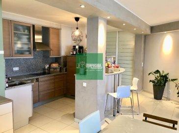 -- FR --<br/><br/>Tempocasa Strassen, vous propose un joli appartement, situé au 1ér étage avec ascenseur.<br><br>L\'appartement se trouve dans un très bon état et se compose comme suit:<br>- hall d\'entrée<br>- cuisine équipée ouverte avec accès sur le <br>  balcon<br>- salle à manger ouverte sur le salon<br>- 3 chambres à coucher dont deux avec accès<br>  sur balcon<br>- une salle de bain avec baignoire <br><br>Le sous-sol dispose:<br>- d\'un garage <br>- d\'un emplacement extérieur<br>- un espace buanderie<br>- un grenier privé <br><br>La résidence se trouve dans un très bon état.<br><br>Disponibilité deux mois après l\'acte notarié.<br><br>Pour de plus amples renseignements ou pour une éventuelle visite, n\'hésitez guère de nous contacter.<br />Ref agence :YB019
