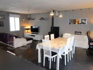 EXCLUSIVITE 3 G IMMO : A  BEUVEILLE, MAISON INDIVIDUELLE PLAIN PIED DE 2008, 3 CHAMBRES, 89 M², AU CALME.  Belle pièce de vie ouverte, équipée d'un poêle à bois de 2016, avec cuisine équipée (prévoir lave vaisselle et frigo), le tout sur 47 m². Penderie et rangements intégrés directement à l'entrée.  Le couloir dessert les 3 chambres (deux de 10.50 m², la dernière de 10 m²), les toilettes séparées et la salle de bain. Accès au garage 1 véhicule.  Chauffage électrique et poêle à bois. Avant l'installation de ce dernier, le coût total d'énergie (chauffage + consommations divers) était d'environ 1000 € / an, il a diminué d'environ 400 € par utilisation du bois.  Parcelle close de 8 ares environ, avec une terrasse de 40 m², bien orientée, sans vis-à-vis arrière. Possibilité de se garer devant la maison.  Situation très calme, Beuveille est un petit village avec une école, à 10 km de Lexy et de sa zone commerciale, et des accès vers les frontières via Longwy Haut.  Le prix inclut nos honoraires. Pour tous renseignements : Grégory Lambermont : 06.42.85.79.02 François Lambermont : 06.23.51.05.74 www.lambermont-immo.com / www.3gimmobilier.com/lambermont Mandataires indépendants du réseau 3G Immo Consultant immatriculés au RSAC de Briey N°524 212 917 et N°791 005 580