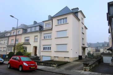 Maison de rapport comprenant actuellement 3 appartements située à Luxembourg-Bonnevoie, 56, boulevard de la Fraternité.  La maison se compose comme suit :  Rez-de-chaussée   Un appartement de +-103,75m2 comprenant un hall d'entrée, un WC séparé, une cuisine équipée avec accès au balcon, un salon, deux chambres à coucher, ainsi qu'une salle de douche  1er étage   Un appartement de +-103,75m2 comprenant un hall d'entrée, un WC séparé, une cuisine équipée avec accès au balcon, un salon, deux chambres à coucher, ainsi qu'une salle de douche  2ème étage   Un appartement de +-101,95m2 comprenant un hall d'entrée, un WC séparé, une cuisine équipée avec accès au balcon, un salon, deux chambres à coucher, ainsi qu'une salle de douche  3ème étage  grenier de +-75m2 (possibilité de faire un petit appartement ou studio)  Sous-sol  +-140m2 comprenant deux garages, trois caves et une buanderie  Extérieur   Jardin commun (possibilité de rajouter un garage fermé)  Divers   chauffage au gaz, double vitrage, pas d'ascenseur  Pour plus d'informations, veuillez contacter M. Jeff Krier au n° +352.691.112.993.