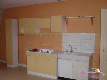 Appartement de type F1 Bis au 3ème étage comprenant une grande pièce, une cuisine, une salle de bain avec douche, des toilettes ainsi qu'un cellier Une place de parking  Cet appartement est situé à proximité du  centre ville
