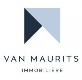 Belle Maison de ville 4 chambres avec garages et emplacements à Luxembourg au centre ville.   Pour plus d'informations, veuillez contacter M. Van Maurits.  Tél: +352 621 198 891 Email: maurits@vanmaurits.lu