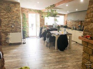 HOUSE FOR YOU, vous propose une exceptionnelle Maison mitoyenne renovee  avec terrain de 5,67 ares, une surface util d'environ 192m2 et d'une surface habitable d'environ 140m2 située à Bettembourg.   Rez-de chaussée : - hall d'entrée , -  salle de douche complete, -  Double living ouvert sur la salle à manger de 27m2  -  cuisine équipée neuve de 29m2, sortie vers terrasse et grand jardin très bien soigné   1er étage comprenant: -  hall de nuit  -  chambres enfant - chambre,  avec salle de douche complete.   2 étage ( combles ) superficie util +/-  28m2  -  Grand suite parental  avec salle de bain complete .   Sous-Sol: - Reserve  - WC  -  buanderie, -  local technique -  sortie parking extérieur   Parking extérieur privé.   Informations:  - Dalle en béton - Chaudière au gaz 2008 - Electricité et compteur 2010 - Cuisine neuve 2018 - Double vitrage  Pour infirmations et visite, nous restons à votre disposition.