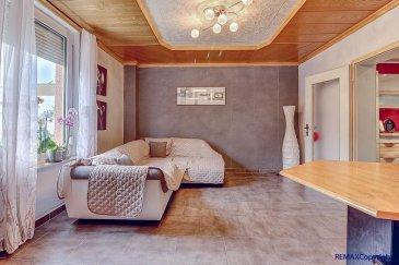 RE/MAX, spécialiste de l'immobilier au Grand-Duché et Mr Julien Allouche, expert de l'immobilier à Dudelange, vous propose en exclusivité, cette superbe maison mitoyenne d'une surface habitable de +/- 115 m2 pour 190 m2 utile, situé dans un quartier prisé à Dudelange.  La maison se compose comme suit :  - Une grande cave avec une buanderie  - Un salon lumineux  - Une cuisine équipé et fonctionnel avec un îlot central  - Une grande terrasse  Au 1er étage :  - Une grande chambre avec une belle hauteur sous plafond  - Une salle de bain moderne  Au 2eme étage :  - 2 chambres  - 1 bureau  A savoir que la commune autorise la construction d'un garage pour parfaire la maison.  Disponibilité rapide.  Pour tous contacts :  Gsm : +352 621 815 822  E-mail : julien.allouche@remax.lu Ref agence :5095732