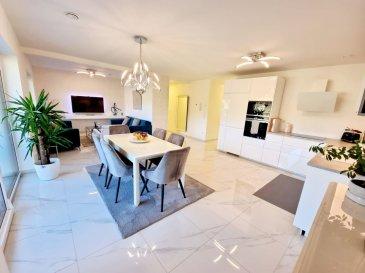*** A VISITER ***<br>Bel appartement avec Finitions de haute qualité 2 chambres à coucher à vendre à Lintgen avec jardin privative de +/- 0.90 ares. <br>L\'appartement se situe au Rez de chaussée dans une résidence à 2 unités construite en 2019. <br>L\'appartement dispose d\'une surface habitable de 87.50m² et se compose comme suit : <br>- Espace de vie lumineux avec cuisine équipée ouverte<br>- 2 chambres à coucher spacieuse dont une avec dressing<br>- 1 salle de douche avec douche Italien  et deux lavabos<br>- 1 WC séparé <br> Il bénéficie également d\'une terrasse de +/- 20m2, d\'un emplacement intérieur, et d\'un emplacement extérieur, d\'une cave privée (13,14m²), d\'une buanderie commune et d\'un jardin privative d\'environ 0.90m².  <br><br>Proche de toutes commodités, transports publics (train, bus) et avec un accès rapide à l\'autoroute du Nord (2km), et à 10min. de Kirchberg.<br>Pour plus de renseignements ou une visite (visites également possibles le samedi sur rdv), veuillez contacter le 691 850 805.