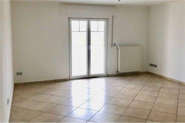 Vaste appartement 2 chambres, cave, 2 parking RE/MAX spécialiste de l'immobilier à Mondorf-les-Bains, vous propose à la location cet appartement de 100m², rénovée récemment, idéalement situé dans une petite résidence proche de Mondorf dans le village d'Emerange.  Ce bien vous propose :  Un séjour de 30 m2 avec accès balcon de 7 m2 donnant sur la campagne Une cuisine séparée et équipée de 10 m2 Deux grandes chambres (15 et 18 m2) Une salle de bain avec douche, wc  Une buanderie commune, ainsi qu'une cave et deux emplacements de parking à l'arrière du bâtiment viennent compléter ce bien.  N'hésitez pas à nous contacter pour tout complément d'informations ou pour convenir d'une visite.