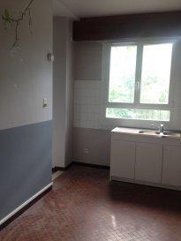 3 pièces - 70 m2.  Appartement trois pièces de 70 m2 situé au deuxième étage d\'un immeuble rue du Lieutenant Crepin à Nancy. Il comprend une entrée, une cuisine séparée, un grand séjour (20 m2), deux chambres dont une avec balcon, une salle de bain et WC séparé.<br> Chauffage individuel au gaz.<br>