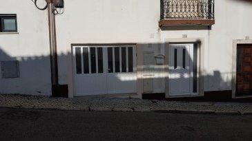 CONCILIUM Immobilière vous propose un appartement au centre d'Alcobaça Portugal au centre-ouest (Leiria) avec une surface de 140m² se composant comme suite: - Hall d'entrée - une cuisine équipée;  - une salle à manger;  - un salon;  - débarras;  - salle de douches;  - 2 chambres;  - grande terrasse avec four au bois ouvert (style portugais);  - grande cave aménagable;  - 1 garage  Alcobaça se situe à moins de 10 km des trois plages très connues dont celle de Nazaré qui est très appréciée par les amateures du surf, sans oublier les différents monuments historiques comme p .ex. le