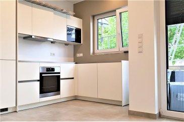 Appartement avec terrasse et balcon RE/MAX, spécialiste de l'immobilier à Aspelt a sélectionné pour vous ce magnifique appartement 1 chambre de 62m², situé dans une maison bi-familiale moderne, construite en 2016.  Cet appartement très lumineux et au design contemporain vous offrira :  - 1 grande pièce à vivre avec baies vitrées qui vous mènerons sur la terrasse - 1 cuisine ouverte sur le living et entièrement équipée - 1 chambre avec 1 balcon - 1 salle de douche - 1 WC séparé - Systeme d'alarme - chauffage au sol   Vous apprécierez les coûts de chauffage très réduits grâce à l'excellente efficience énergétique (Classe A).   Une place de parking privative   Disponibilité immédiate   Loyer de 1500€ par mois   150€ de provisions sur charges  Commission d'agence : 1 mois de loyer HT   25% d'un loyer pour l'état des lieux d'entrée à la charge du locataire.  Ce bien vous intéresse ? Vous souhaitez recevoir plus de renseignements, planifier une visite, ou vous envisagez vous-même de vendre ou de mettre en location un bien immobilier ? Contactez-nous dès maintenant !