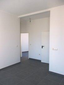 PENTHOUSE-DUPLEX  Au 2éme et 3éme étage d'une petit résidence à 3 unités, NewHome immobilière vous propose à la vente ce magnifique PENTHOUSE-DUPLEX de 4 chambres à coucher (finitions de haut standing et ascenseur avec accès direct à l'appartement).  À proximité de toutes commodités dans une rue calme, nous vous proposons ce PENTHOUSE-DUPLEX (possible de faire 2 appartement) dans une petit résidence complètement renouvelé avec seulement 3 appartement. Un ascenseur a été contrit avec accessibilité pour les personnes à mobilité réduite.     2éme étage: -Cuisine/salon/salle à manger -2 Chambres à coucher -Salle de bains -Débarras  3éme étage: -2 Chambres à coucher -Salle de bains -Cuisine/salon/salle à manger -Loggia  -2 Caves au sous-sol  IDEAL POUR DEUX FAMILLES   Pour toute information supplémentaire veuillez nous contacter par mail à l'adresse info@newhomeimmo.lu ou par téléphone au numéro 621500637.