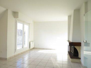 .  En exclusivité, nous vous proposons un appartement spacieux et lumineux de 3 pièces d\'une surface de 73.66 m2 Carrez au troisième étage sans ascenseur.<br> Vous recherchez un endroit paisible et un logement confortable, venez découvrir cet appartement qui vous propose une entrée avec placard mural, un spacieux séjour avec terrasse et une cheminée d\'agrément, deux chambres, une cuisine aménagée séparée avec son cellier, une salle de bain et un WC séparé.<br> Le chauffage est individuel électrique( rénové en 2019).<br> La copropriété est composée de 42 lots principaux.<br> Aucune procédure en cours menée sur le fondement des articles 29-1 A et 29-1 de la loi no65-557 du 10 juillet 1965 et de l\'article L. 615-6 du CCH.<br> Montant moyen annuel de la quote-part de charges courantes : 970 EUR/an, comprenant la production d\'eau, l\'entretien des communs, les espaces extérieurs, l\'assurance du bâtiment et les honoraires du syndic.<br> Prix de vente honoraires inclus : 199 000 EUR.<br> Honoraires agence (5.29%) : 10 000 EUR.<br> Prix de vente hors honoraires : 189 000 EUR.<br><br> Votre contact : HEBDING IMMOBILIER au 03.88.23.80.80