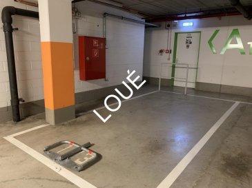 *** LOUÉ ***<br><br>RE/MAX, spécialiste de l\'immobilier à Esch/Alzette, vous propose à la location un emplacement de parking libre d\'un coté, face à la porte d\'entrée/sortie via l\'ascenseur, et situé au sein de la résidence Marco-Polo<br><br>Gare ferroviaire et routière à 5 min à pieds de l\'immeuble, Palais de justice à 1 min,  bus, surface commerciale à proximité, banques, etcà.<br><br>Disponibilité immédiate<br><br>* Frais d\'agence à charge du/des futur(s) locataire(s) *<br>(1 mois de loyer + TVA en vigueur)<br><br>CONTACT : MICHAEL CHARLON au 621 612 887 ou par Mail : michael.charlon@remax.lu<br />Ref agence :5096193