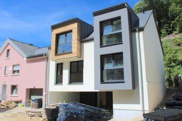 Magnifique duplex avec deux chambres en  construction située à Septfontaines.   L'ensemble résidentiel se compose de 2 Duplex. Il est implanté en pleine nature et permet de profiter pleinement de la nature avoisinante.    Nous vous proposons ici le duplex qui dispose de  /-100m2 habitables et se situe au deuxième et dernier étage, Il se compose d'un hall d'entrée, d'un WC séparé, d'un spacieux living, cuisine non équipée qui donne accès à une terrasse et un petite jardin privative clôturé.  La partie nuit quant à dispose de deux chambres à coucher et d'une salle de douche.    Grenier à ranger.  Au sous-sol, l'appartement bénéficie également d'une cave, buanderie privative et deux emplacements couvert.   Pour tout renseignements complémentaires ou une visite (visites également possibles le samedi sur rdv), veuillez contacter le 691 850 805.