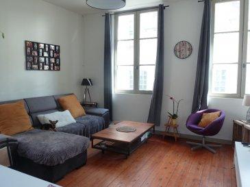 Centre-ville - T4 - Bon état - 3 chambres- 93m². Découvrez cet appartement dans petite copropriété en plein coeur de Saumur !<br/>Au 1er étage, son entrée avec couloir dessert une cuisine équipée et aménagée, un séjour, 3 chambres avec placard, une salle de bain.<br/>Très bon état général. dont 5.60 % honoraires TTC à la charge de l\'acquéreur.