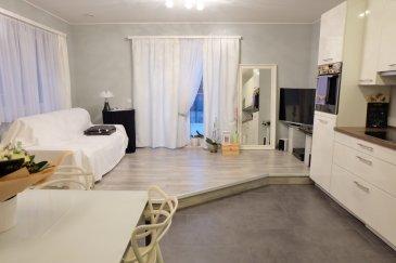 LUXEMBOURG-MUHLENBACH  Dans complexe résidentiel de 2010, situé à la rue de Muhlenbach, bel appartement en excellent état situé au rez-de-chaussé, de 52 m2 et comprenant : Hall d'entrée, WC séparé, living avec accès terrasse de 44,42 m2, cuisine équipée ouverte sur le living, une salle de douche avec -branchement pour lave-linge, une chambre à coucher, belle et spacieuse terrasse d'angle, une cave, un emplacement de parking,  triples vitrages, immeuble à basse énergie (B-B) Actuellement loué à 1250 euros /mois + charges 170 euros/mois Contact et visites Mme Nassim TOLOUI téléphone : 691 120 478