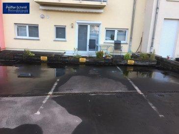 3 parkings extérieurs à vendre dans la résidence Lotus à Helmsange, le prix unitaire est de 10\'000€<br>Proche de la Gare et d\'un arrêt de bus direcion Luxembourg Ville ou Mersch.<br />Ref agence :725805