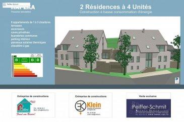 C\'est avec plaisir et fierté que nous vous présentons notre nouveau projet de résidence en 2 blocs à 4 appartements à Hobscheid.<br>En situation agréable et surélevée vous profiterez d\'une vue étendue sur le village et la verdure. <br>Les corps de métiers choisis sont des entreprises Luxembourgeoise de renommé ireprochable. Service après-vente garantit!<br><br>Le prix affiché comprend 120.89m2 de surface habitable, 14.25m2 de terrasse/balcon, 2 parkings intérieurs, une cave de 8m2 et 3% de TVA<br>(parkings communs devant l\'immeuble)<br><br>L\'équipement de base comprend un standard élevé, tel que videophone, douche italienne, VMC double flux individuel par appartement, etc.<br><br>Documentation détaillée sur demande<br />Ref agence :725760