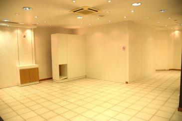 L'agence IMMO LORENA de Pétange en collaboration avec FRONGIA SARL Agence Immobilière a choisi pour vous  AU CENTRE VILLE DE LONGWY-BAS UN LOCAL COMMERCIAL D'UNE SUPERFICIE DE 95M² (ancien salon de coiffure) OU TOUT AUTRES ACTIVITES COMMERCIALES. COMPRENANT:  - Une entrée,  - Une grande salle avec 3 vitrines,  - Un vestiaire,  - Un bureau,  - Un WC,  - Une cave.  NORMES HANDICAPEES. CLIMATISATION REVERSIBLE. DOUBLE VITRAGE. STATIONNEMENT FACILE. LOCAL DISPONIBLE DE SUITE.  TAXE FONCIERE 1400 €  Pour tout contact: Joanna RICKAL: 621 36 56 40 (FR) Vitor Pires: 691 761 110 (PT, IT, UK, FR)  L'agence ImmoLorena est à votre disposition pour toutes vos recherches ainsi que pour vos transactions LOCATIONS ET VENTES au Luxembourg, en France et en Belgique. Nous sommes également ouverts les samedis de 10h à 19h sans interruption. Demander plus d'informations