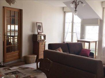 SAUMUR ET COMMUNES ASS<br />Hyper centre de SAUMUR, dans quartier calme à pied de tous commerces, agréable appartement de 84 m² au deuxième &lpar;et dernier&rpar; étage d\'une petite copropriété, avec ascenseur, balcons, garage, il offre une entrée, une  jolie cuisine aménagée et équipée ouvrant sur balcon, un bel espace séjour-salon ouvrant sur petite terrasse, deux chambres, salle de bains et wc indépendants&period; <br />Parfait état, un produit rare &excl;
