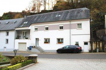 L'agence immobilière Immo Nordstrooss vous propose une magnifique maison d'une surface de  /- 225 m2 dont 170 m2 habitables à Brandenbourg.    La maison se compose comme suit :  AU RZC:  - Hall d'entrée,  - Cuisine équipée ouverte sur salon de   - Toilette    Au 1er étage :  - Chambre avec balcon  - 3 chambres   - Salle de bain     Combles aménagées avec une chambre     Pour compléter : Garage et buanderie. Fenêtres double vitrage, carrelage dans toute la surface, toiture en ardoise.   Pour plus de renseignements vous pouvez me contacter au 691 450 317.     Actuel l'agence Immo Nordstrooss est à votre disposition pour toutes vos recherches ainsi que pour toutes vos transactions LOCATIONS et VENTES au Luxembourg . Ref agence :155