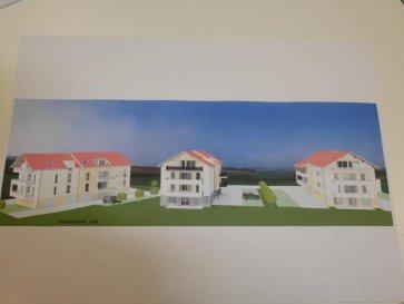 M572789A3 A VENDRE DANS RÉSIDENCE de STANDING DE 8 APPARTEMENTS dans le centre de VERNY APPARTEMENT de Type F3 de 71m² avec LOGGIA de 16.60m² disponible fin 2020 début 2021. Situé au premier étage sur 3, offrant une entrée, une cuisine ouverte sur séjour le tout pour 33m² d'espace de vie donnant accès à la LOGGIA de 16.60m². 2 chambres de 10 .86 ET à 11.57 m², une salle d'eau, un Wc séparé. Prestation soignée et de qualité, fenêtre double vitrage PVC volets électrisés, chauffage individuel au gaz par le sol,  sol carrelé, sèche serviette électrique dans la salle de bain. Un garage et un parking  complètent  cette offre d'achat   pour 13000€ en supplément du prix. A SAISIR CETTE OFFRE A VERNY centre à  PROXIMITÉ DES COMMERCES ET DES ÉCOLES, voisin  de FLEURY, POUILLY, CHERISEY, POMMERIEUX, SILLEGNY, MAGNY, MARLY, 14km de Metz et 10 minutes de la gare TGV ET AÉROPORT Pour plus d'informations Philippe DELAPORTE, Conseiller spécialiste du secteur, est à votre entière disposition au 06 86 27 69 62 . Honoraires à la charge du vendeur.