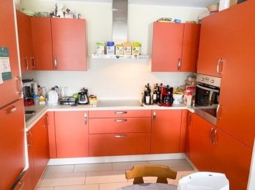 HOUSE FOR YOU, vous propose un  Bel appartement dans une résidence de 2014 avec des belles prestations situé à Bettembourg au prix de 690.000€  L'immeuble est destiné à l'habitation résidentielle de personnes âgés d'au moins 55 ans (pour un couple, une personne doit avoir au moins 55 ans).  Il peut être dérogé à la condition de l'âge, si les résidents effectifs sont titulaires d'une carte de priorité et d'invalidité suivant la loi modifiée du 23 décembre 1978 sur les cartes de priorité et d'invalidité.  Sont acceptés, les ménages, pourvu que l'une des personnes composant le ménage remplisse l'une des conditions précédentes, sans enfants résidents effectifs.   L'appartement est situé au 2ème étage avec ascenseur et comprenant:   - Hall d'entrée avec meuble encastré  - Cuisine équipée ouverte sur le living avec sortie terrasse - 2 chambres à coucher - Salle de douche - wc séparé - Buanderie dans l'appartement  - Cave privative - Local vélo commun - Emplacement intérieur (parking)   La résidence dispose d'un restaurant au rez-de-chaussée étant accessible aux résidents ainsi qu'aux visiteurs, accueil avec concierge, femme de ménage et autres prestations disponibles sur place.   Dans le prix des charges - C'est compris : -Concierge - femme de ménage, - gaz, eau, électricité en commun ( compteurs séparés)  Je reste à disposition pour toute information et visite.
